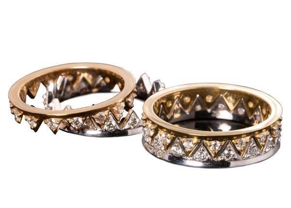 Кольцо корона купить желают не только леди. . Есть и мужские коллекции. . Перстни с монаршей символикой подходят к