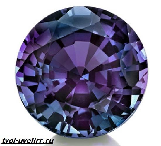 Александрит-камень-История-происхождение-и-свойства-александрита-1