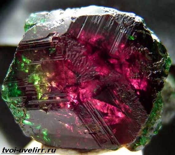 Александрит-камень-История-происхождение-и-свойства-александрита-2