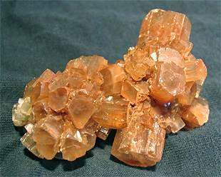 Арагонит-камень-Свойства-арагонита-Применение-арагонита-1