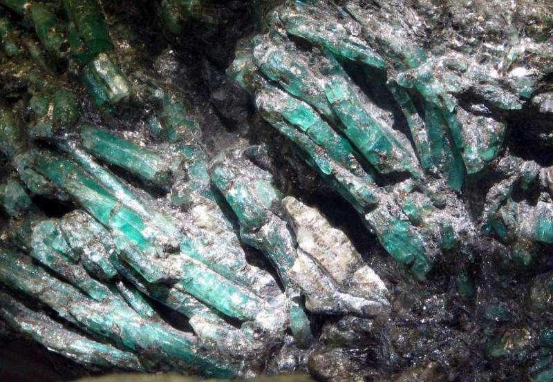 Что-такое-изумруд-Свойства-добыча-история-драгоценного-камня-6