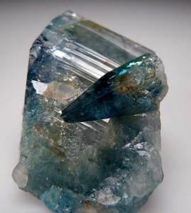 Эвклаз-Описание-и-свойства-минерала-3