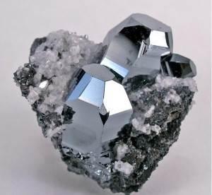Гематит-Описание-и-свойства-1