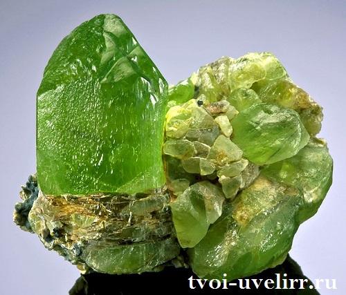 Оливин-История-происхождение-и-свойства-минерала-2