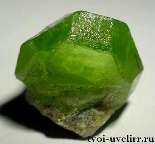 Оливин-История-происхождение-и-свойства-минерала-3