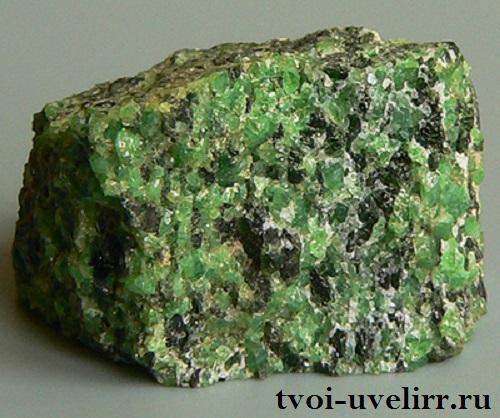 Оливин-История-происхождение-и-свойства-минерала-4