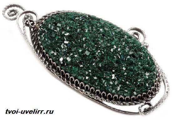 Уваровит-камень-История-происхождение-и-свойства-уваровита-5