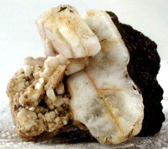 Альбит-История-происхождение-и-свойства-камня-4