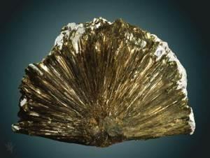 Астрофиллит-История-происхождение-и-свойства-камня-3