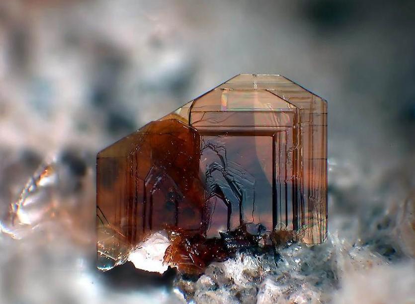 Биотит-История-происхождение-свойства-камня-1
