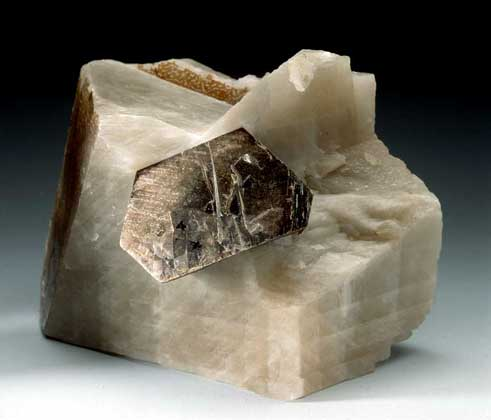 Биотит-История-происхождение-свойства-камня-3