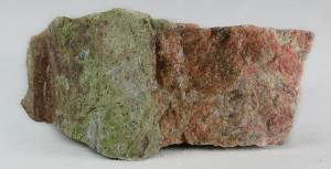 Эпидот-История-происхождение-и-свойства-камня-5