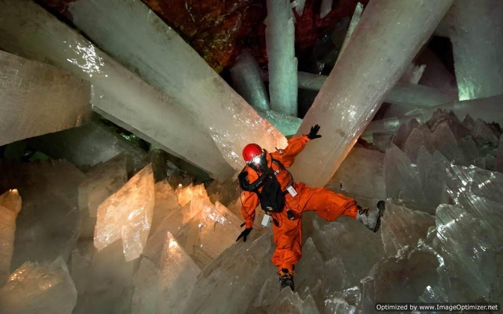 Гигантские-кристаллы-найденные-в-пещере-Naica-в-Мексике-1