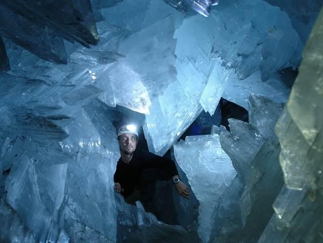 Гигантские-кристаллы-найденные-в-пещере-Naica-в-Мексике-4