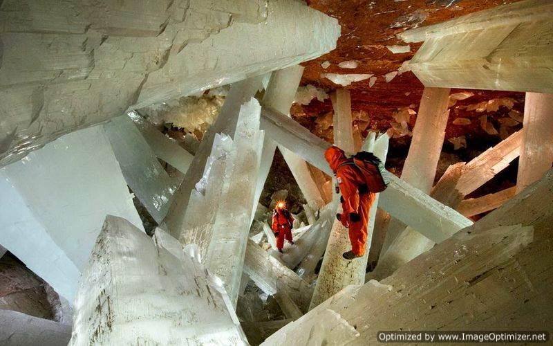 Гигантские-кристаллы-найденные-в-пещере-Naica-в-Мексике-5