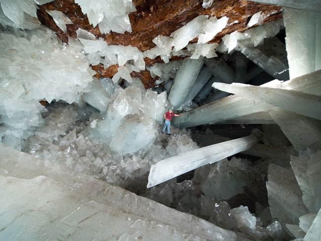 Гигантские-кристаллы-найденные-в-пещере-Naica-в-Мексике-6