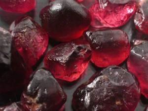 Гранат-История-происхождение-и-свойства-минерала-1