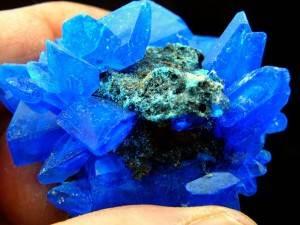 Какие-минералы-и-камни-считаются-драгоценными-и-полудрагоценными-1