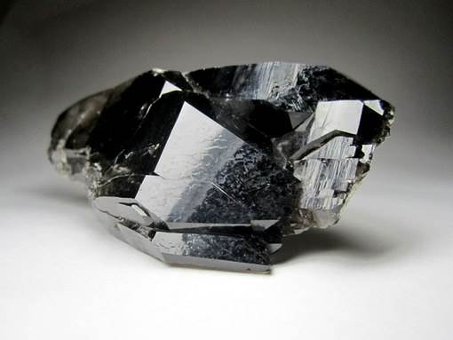 morion-istoriya-proisxozhdenie-i-svojstva-minerala-4