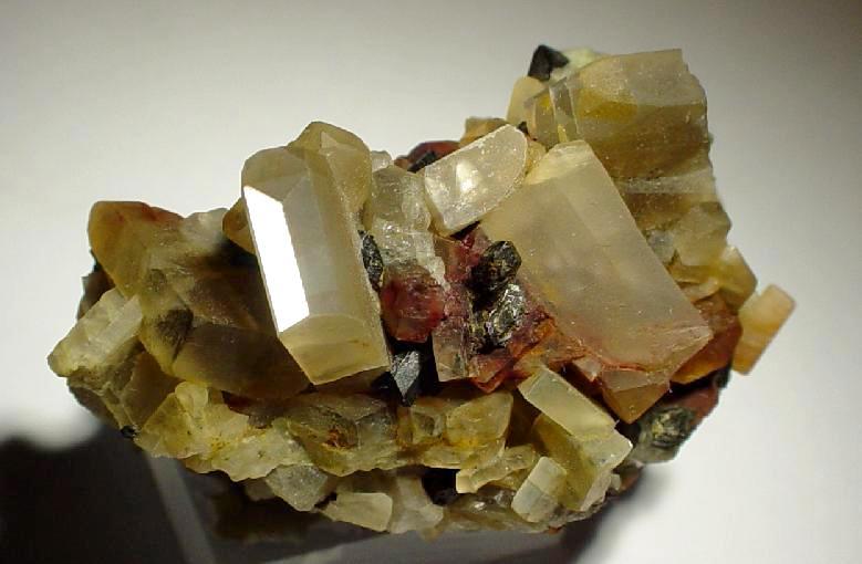 Олигоклаз-солнечный-камень-Описание-свойства-и-применение-2
