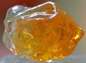 Огненный-опал-История-происхождение-и-свойства-камня-1