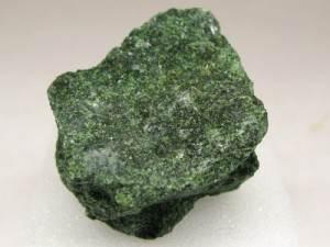 Актинолит-Происхождение-история-и-свойства-камня-2