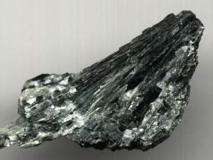 Актинолит-Происхождение-история-и-свойства-камня-5