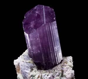 Скаполит-История-происхождение-и-свойства-камня-1