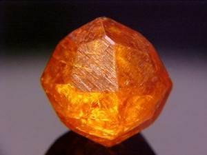 Спессартин-История-происхождение-и-свойства-камня-1