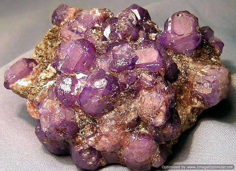 Камень-александрит-Магические-и-лечебные-свойства-александритов-1