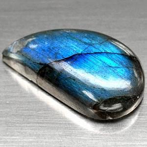 Лабрадор-камень-цвета-павлиньего-хвоста-5