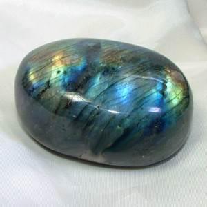 Лабрадор-камень-цвета-павлиньего-хвоста-13