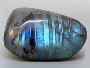 Лабрадор-камень-цвета-павлиньего-хвоста-4