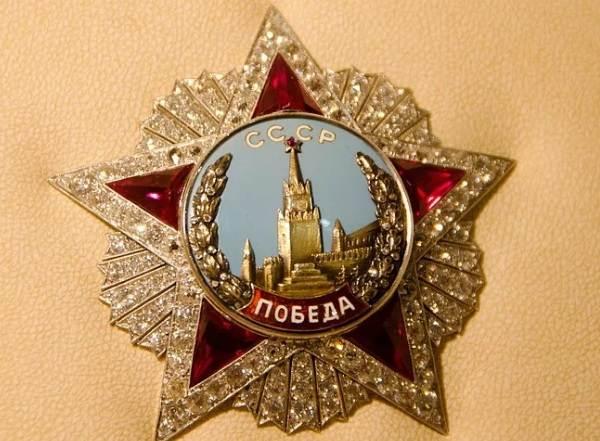 Московский-ювелирный-завод-его-украшения-и-их-особенности-3