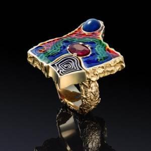 Технология-нанесения-ювелирной-эмали-на-украшения-из-золота-4