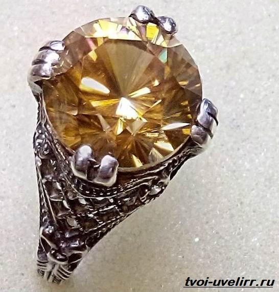 Гиацин-камень-Свойства-добыча-применение-и-цена-гиацинта-1