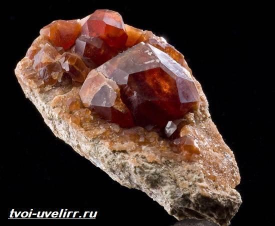 Гиацин-камень-Свойства-добыча-применение-и-цена-гиацинта-3