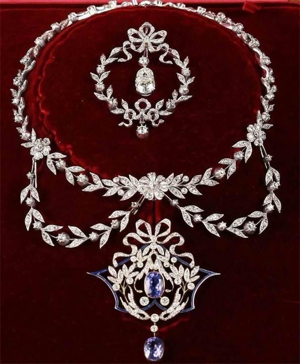 Колье-с-бриллиантами-3