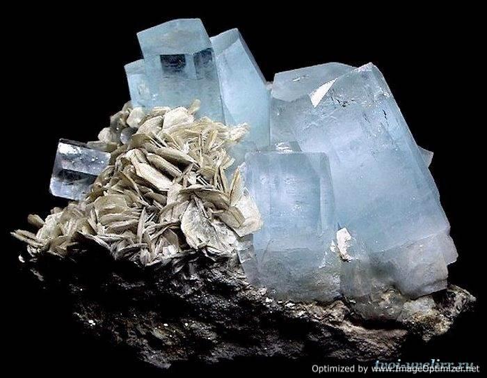 Камень-аквамарин-Свойства-аквамарина-Цена-аквамарина-4