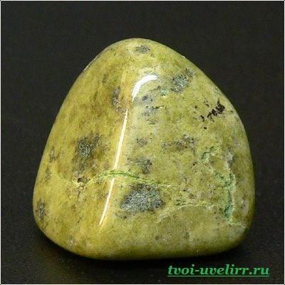 Камень эпидот-Свойства эпидота-Фото-эпидота-2
