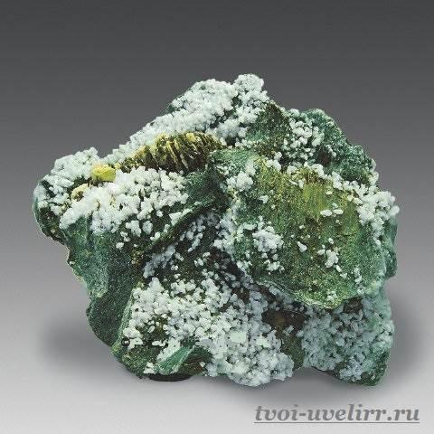Титанит-Свойства-титанита-Происхождение-титанита-3