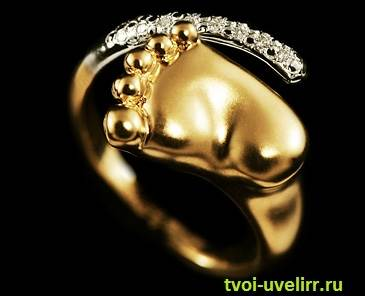 Кольцо-с-ножкой-младенца-6