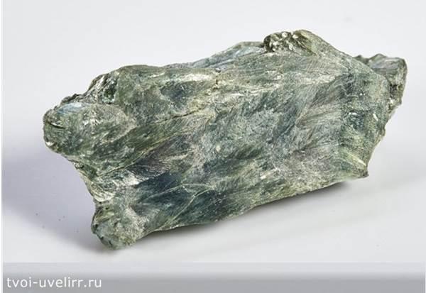 Серафинит-камень-Описание-и-свойства-серафинита-2