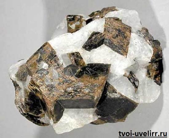 Криолит-камень-Свойства-криолита-Применение-криолита-2