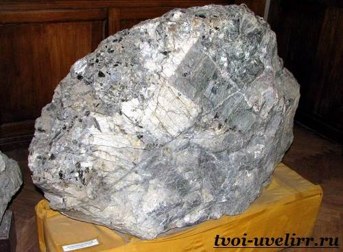 Нефелин-камень-Свойства-нефелина-Применение-нефелина-2