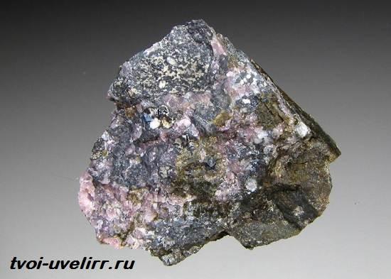 Муллит-минерал-Свойства-добыча-и-применение-муллита-1