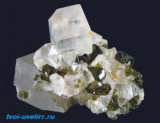 Магнезит-камень-Свойства-применение-и-цена-магнезита-3