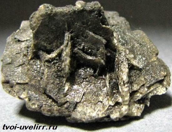Плагиоклаз-минерал-Свойства-добыча-применение-и-цена-плагиоклаза-3