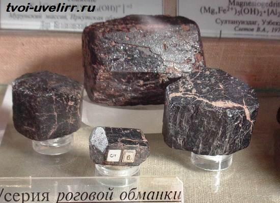 Роговая-обманка-минерал-Свойства-применение-и-цена-роговой-обманки-2