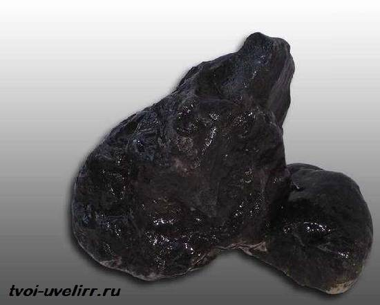 Роговая-обманка-минерал-Свойства-применение-и-цена-роговой-обманки-3